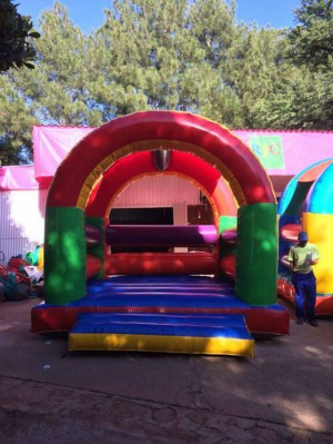 Jumping Castle with Roof R370 (4m x 4m)